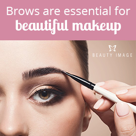 Makeup Tips Woman with Makeup Artist Brow Makeup